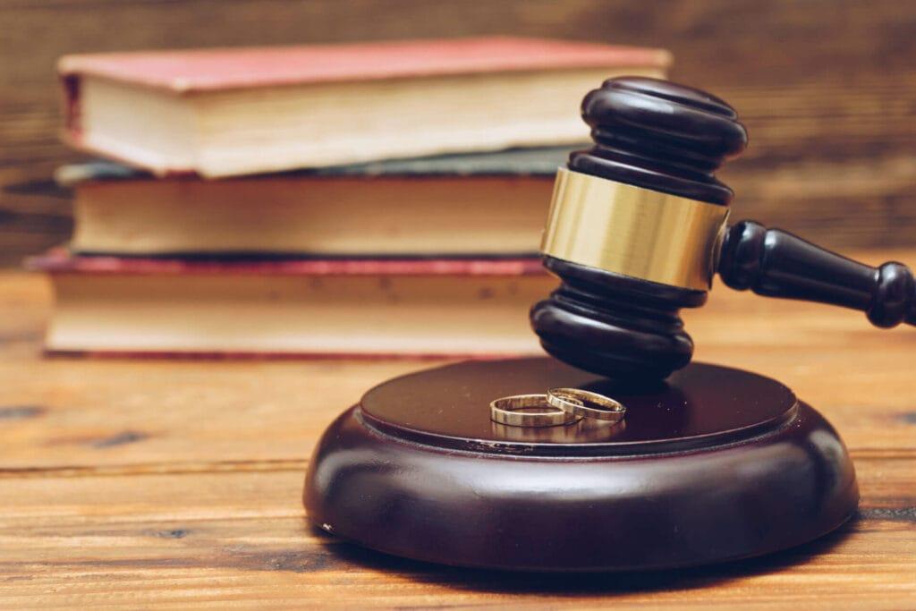 court gavel for divorce in tn